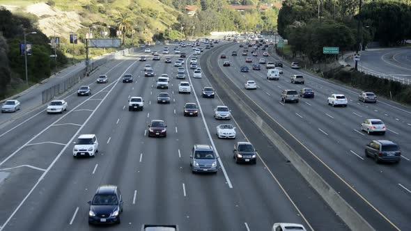 Busy 101 Freeway Traffic In Los Angeles 1