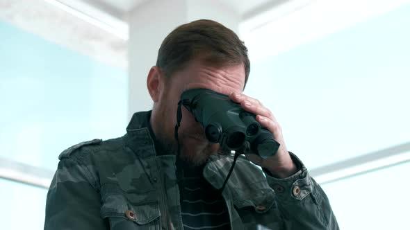 Secret Service Man Uses Modern Optical Imager